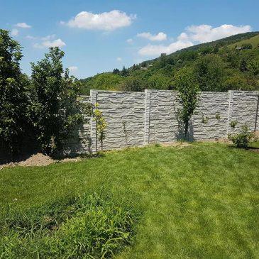 Betónové oplotenie so základmi, či bez nich?